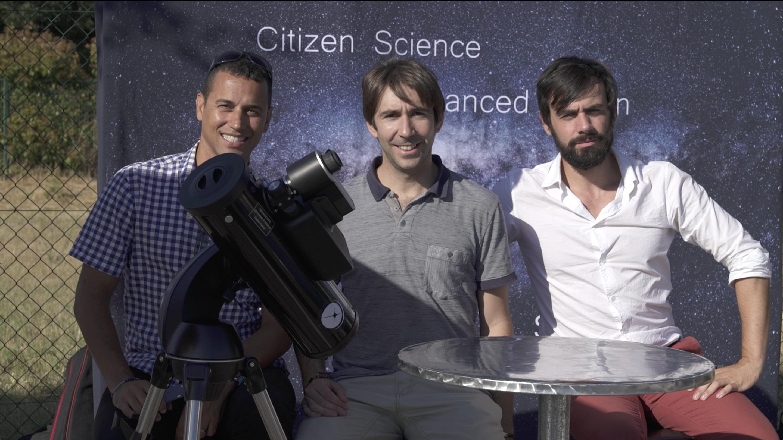 From left to right: Franck Marchis (CSO and SETI Institute astronomer), Arnaud (Chairman and CTO), Laurent (CEO) and the demo prototype shown at Aix-en-Provence, France in June 2017. De izquierda a derecha: Franck Marchis (CSO y astrónomo de SETI Institute), Arnaud (Presidente y| CTO), Laurent (CEO) y el prototipo de demostración mostrado en Aix-en-Provence, Francia, en junio 2017